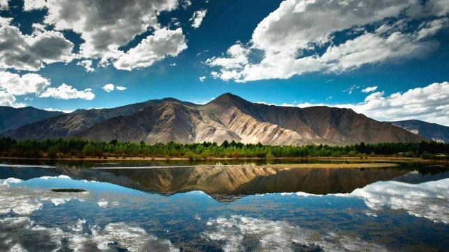 tibet_lake_wallpaper_by_feliskachu-d5qy6qv